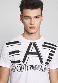 EA7 Emporio Armani - Print T-shirt - white - 3