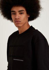 DeFacto - OVERSIZED - Sweatshirt - black - 4