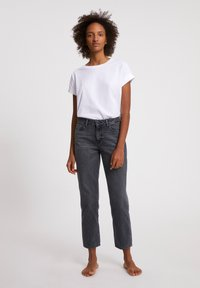 ARMEDANGELS - FJELLAA CROPPED - Straight leg jeans - clouded grey - 3