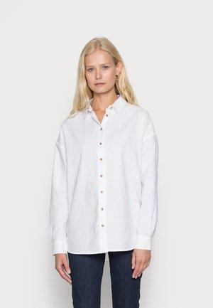 CAMISA OXFORD OVERSI - Skjorte - white
