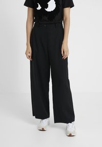 McQ Alexander McQueen - LOOSE PANTS - Trousers - black - 0