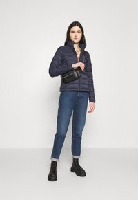 ONLY - ONLSANDIE QUILTED JACKET  - Lehká bunda - night sky