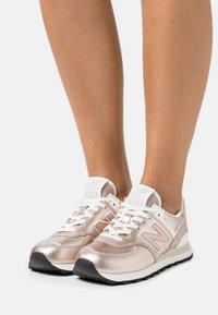 New Balance - WL574 - Zapatillas - rose - 0