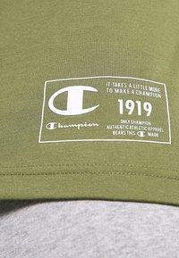 Champion - CREWNECK - T-shirt con stampa - khaki - 7