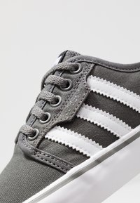 adidas Originals - SEELEY - Skate shoes - ash/footwear white/core black - 5