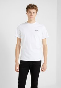 Barbour International - ESSENTIAL SMALL LOGO TEE - Basic T-shirt - white - 0