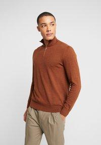 Burton Menswear London - CORE HALF ZIP  - Jersey de punto - natural - 0