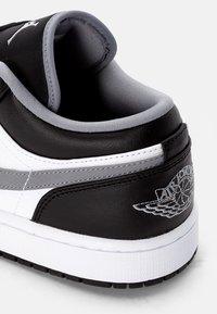 Jordan - AIR 1 - Baskets basses - black/particle grey-white - 7