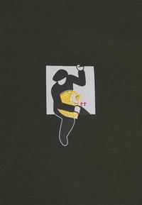 Carhartt WIP - TEEF  - Print T-shirt - cypress - 5