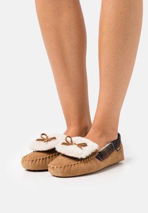 DARCIE - Domácí obuv - tan