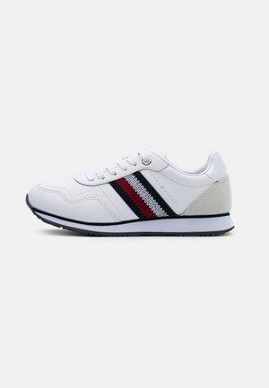 RUNNER  - Sneakersy niskie - white