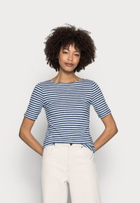Marc O'Polo - SHORT SLEEVE BOAT NECK - Print T-shirt - multi/lake blue - 0