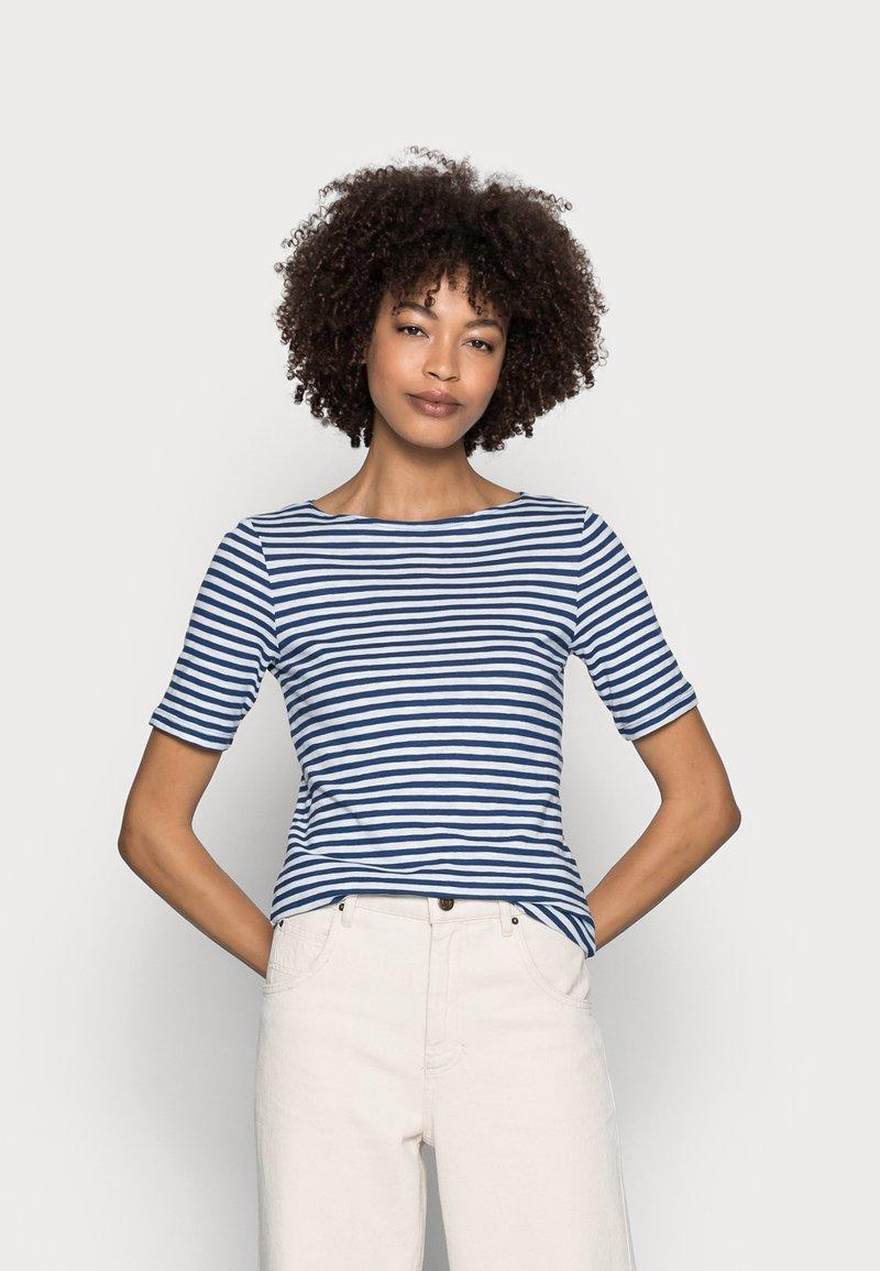 Marc O'Polo - SHORT SLEEVE BOAT NECK - Print T-shirt - multi/lake blue