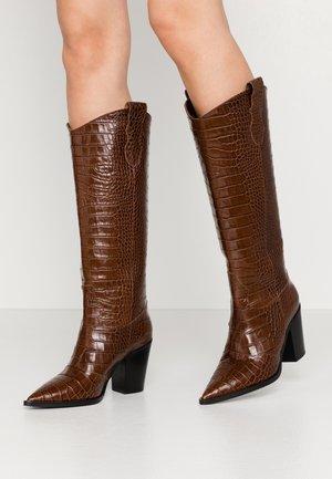 High heeled boots - choco