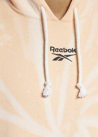 Reebok Classic - CLASSIC TIE DYE SEASONAL CASUAL HOODIE - Sweatshirt - aura orange - 3
