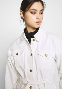 Who What Wear - THE BELTED JACKET - Short coat - white - 4