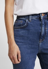 New Look Petite - MOM - Relaxed fit jeans - mid blue - 4