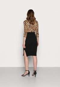 MAMALICIOUS - MLKIKA SLIM SKIRT - Pouzdrová sukně - black - 2