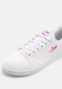 adidas Originals - NY 90 UNISEX - Sneakers laag - white/rich mauve/screaming pink - 5