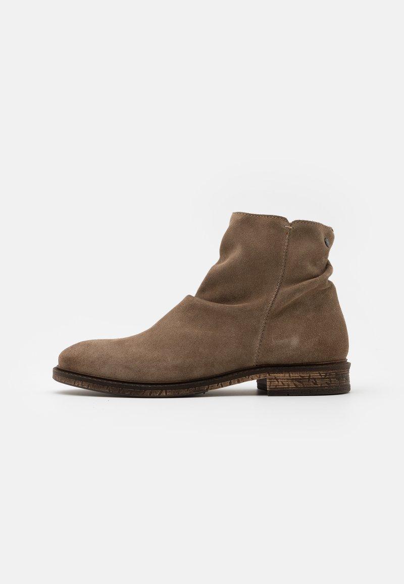 Jack & Jones - JFWRUKKA ZIP BOOT PIRATE - Classic ankle boots - greige