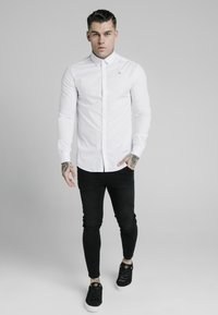 SIKSILK - STANDARD COLLAR SHIRT - Formal shirt - white - 1