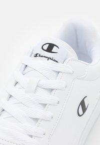 Champion - NEW COURT 2.0 - Chaussures d'entraînement et de fitness - white - 5