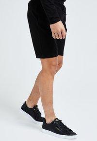 Illusive London Juniors - Shorts - black - 4