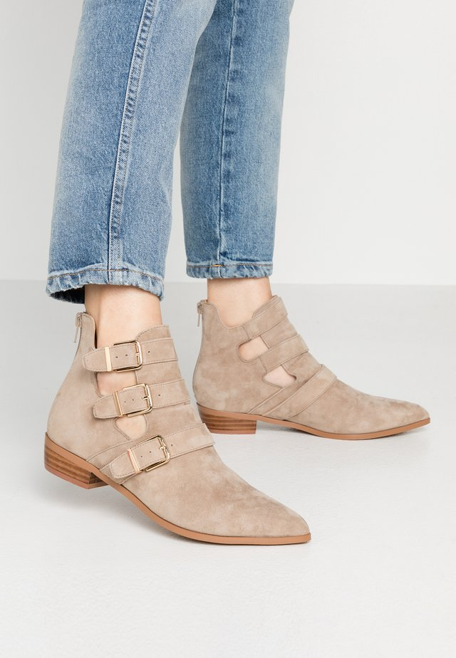 NICHOL - Ankelboots - taupe