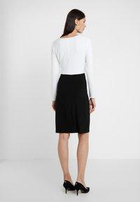 Lauren Ralph Lauren - MID WEIGHT TONE DRESS - Fodralklänning - black/ white - 2