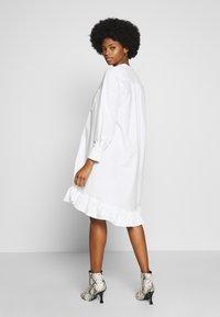 And Less - ALACEN DRESS - Skjortekjole - brilliant white - 2