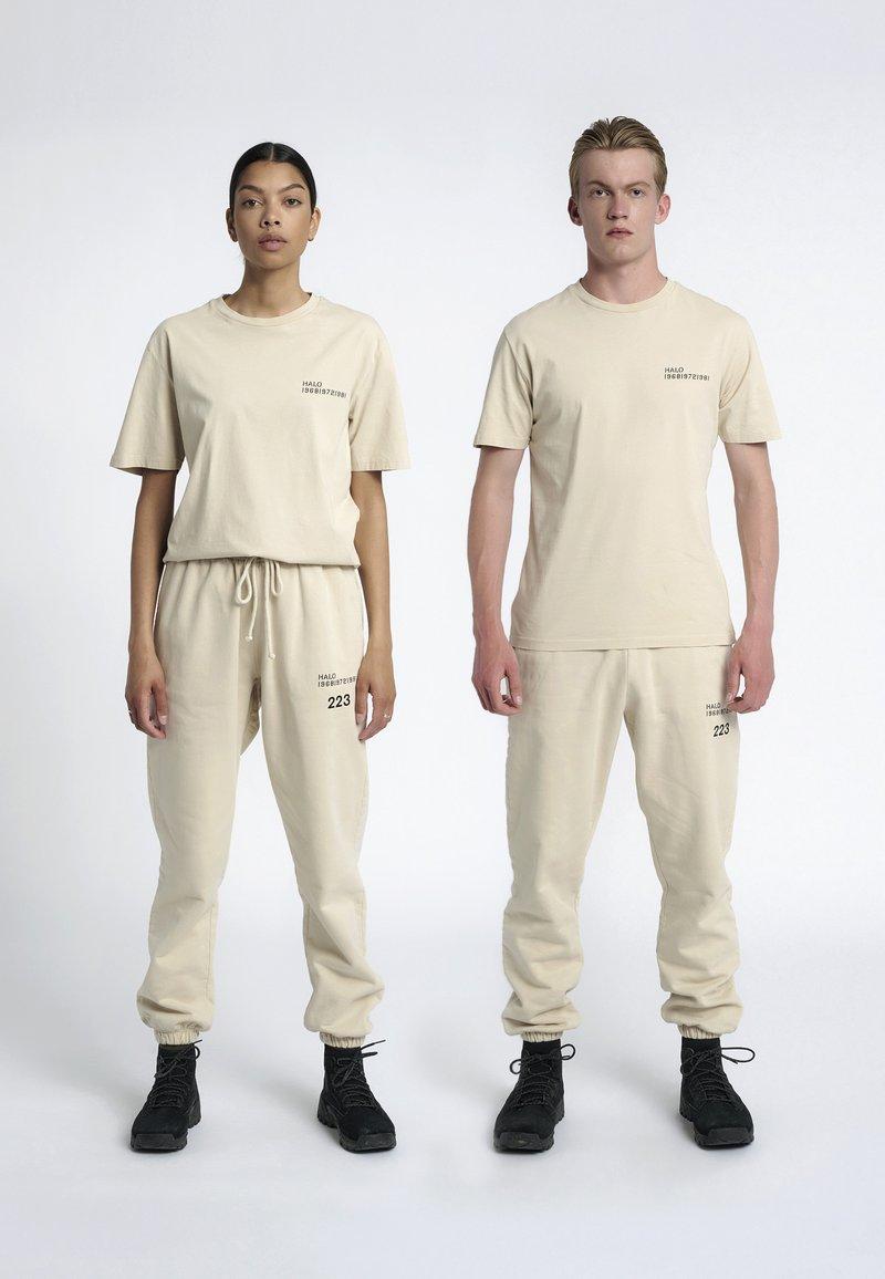 HALO - T-shirts print - sand