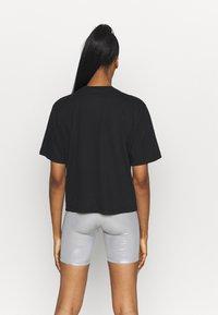 Nike Performance - DRY TEE BOXY RAINBOW - T-shirt imprimé - black - 2