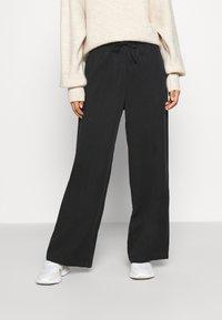 Monki - YASMIN JOGGERS - Teplákové kalhoty - black - 0