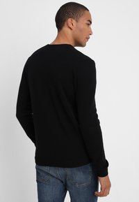 Benetton - BASIC V NECK - Stickad tröja - black - 2
