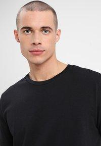 Mads Nørgaard - FAVORITE THOR - Basic T-shirt - black - 3