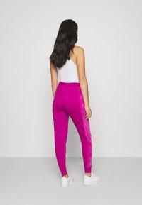 Nike Sportswear - HRTG VELOUR - Tracksuit bottoms - cactus flower - 2