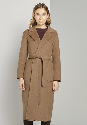 MIT BINDEGÜRTEL - Classic coat - light chestnut