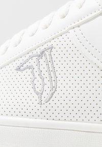 Trussardi Jeans - Sneakersy niskie - white - 2
