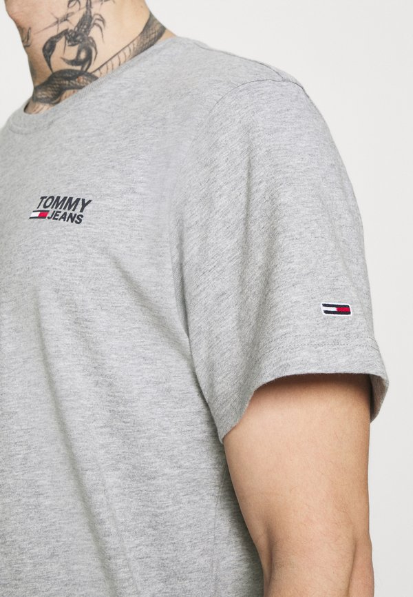 Tommy Jeans REGULAR CORP LOGO CNECK - T-shirt basic - grey heather/szary Odzież Męska AIAV
