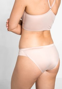 Triumph - BODY MAKE UP SOFT TOUCH TAI - Slip - neutral beige - 2