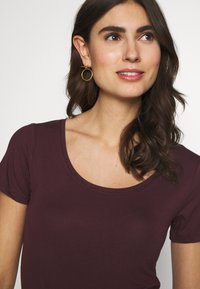 Anna Field - 2ER PACK  - Basic T-shirt - burgundy_black - 4