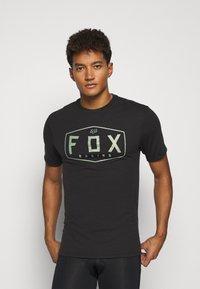 Fox Racing - CREST TECH TEE - Print T-shirt - black/green - 0