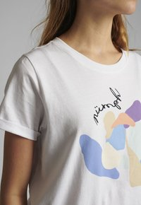 Nümph - Print T-shirt - bright white - 2