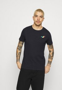 Hollister Co. - ICONIC 3 PACK - T-shirt basique - WHITE/NAVY/BLACK - 3