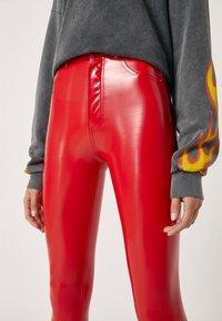 PULL&BEAR - Spodnie materiałowe - red - 3