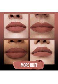 Maybelline New York - COLOR SENSATIONAL ULTIMATTE - Rouge à lèvres - more buff - 3