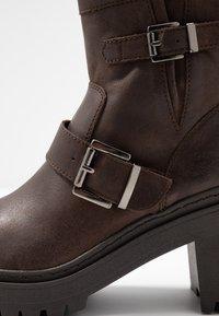 Unisa - JEZABEL - Cowboy/biker ankle boot - brown - 2