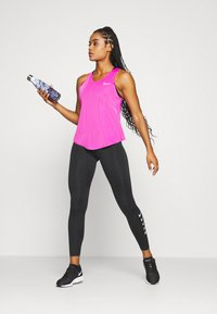 Nike Performance - TANK BREATHE - Funktionströja - fire pink/reflective silver - 1