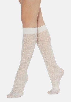 KNIESTRÜMPFE MIT ROMANTISCHEM BLUMENMUSTER - Knee high socks - off-white