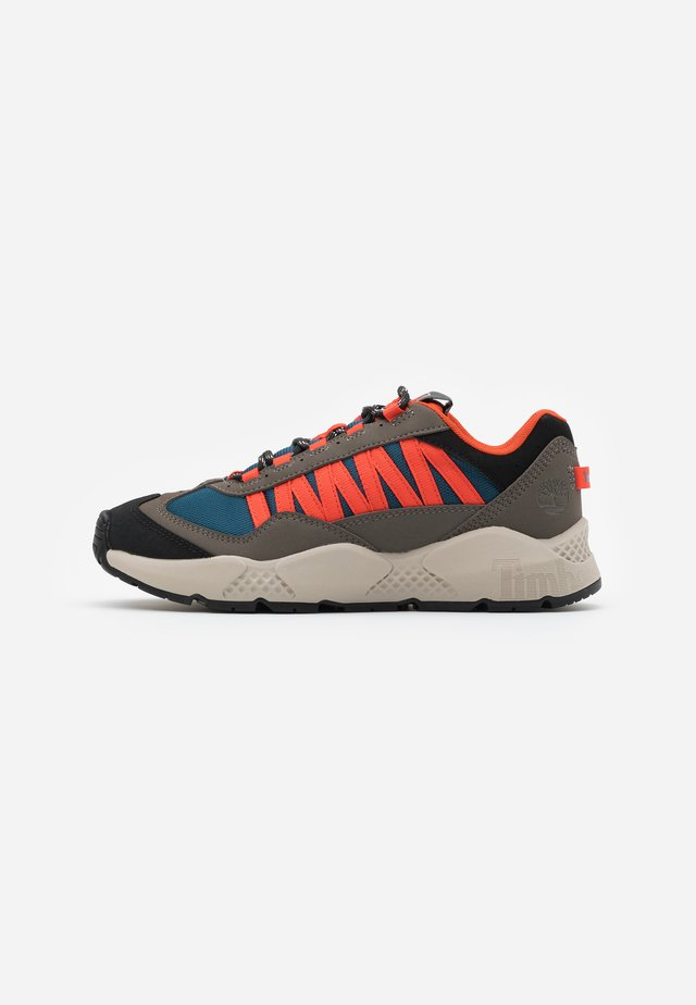 RIPCORD SNEAKER LOW - Sneakersy niskie - rust/blue